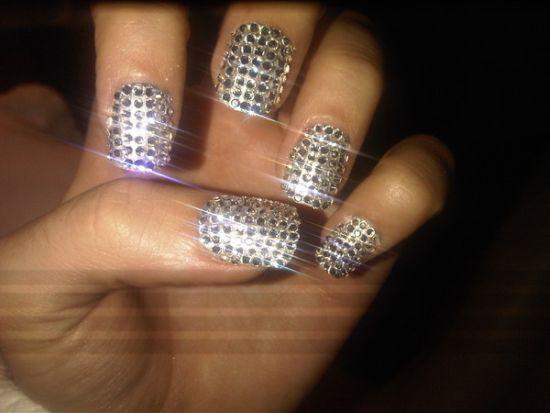 Shiny diamond nails