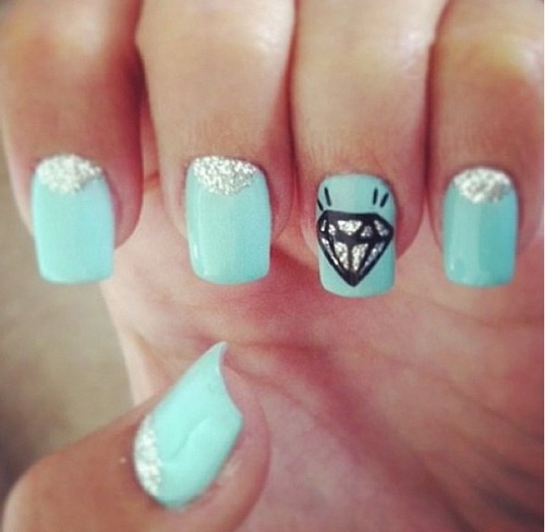Short blue diamond nails