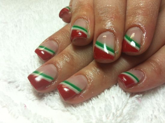 Christmas peppermint striped nail art