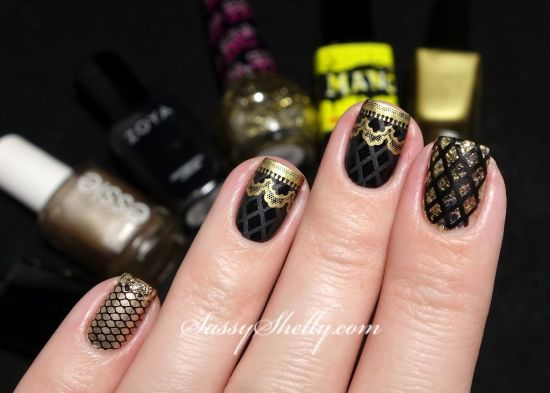 Gorgeous gold and black fishnet nails - 35 Perfect Black And Gold Nail Art Designs