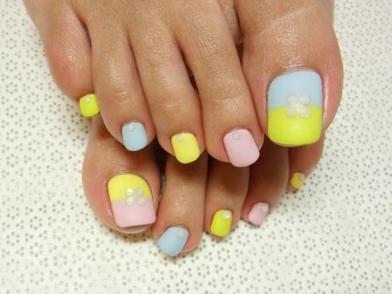 37 pedicure nail art designs that will blow your mind stylish diy toe nails in yellow and blue prinsesfo Choice Image