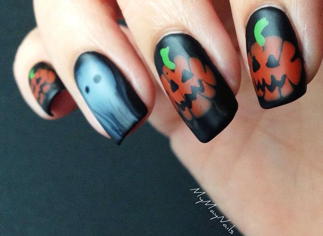 30 Spooky Halloween Nails Design