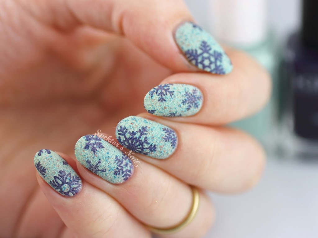 35 Winter Wonder Snowflake Nails