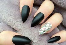 Rhinestones Accent Over MattRhinestones Accent Over Matte Black Stiletto Nailse Black Stiletto Nails