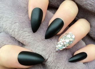 Rhinestones Accent Over MattRhinestones Accent Over Matte Black Stiletto Nailse Black Stiletto Nails