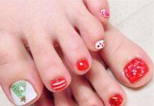 christmas-tree-and-orange-nails