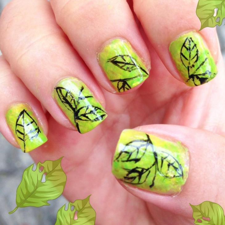 green-autumn-nails