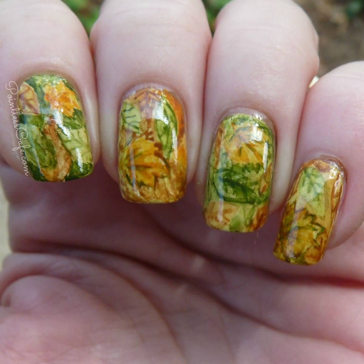 hump-water-marble-nail-art