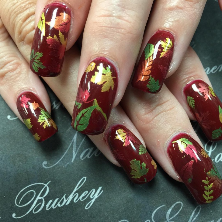 hump-with-colorful-leaves-nails