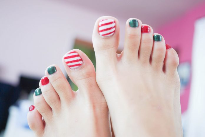 35 Christmas Toe Nail Designs Nail Design Ideaz