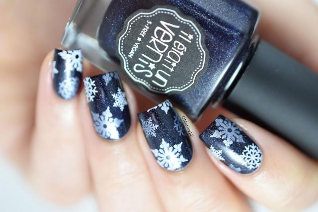 50 Crystalline Snowflake Nail Design Ideas