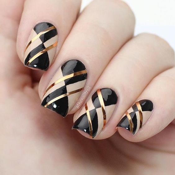 30 Glam Black and Gold Nails