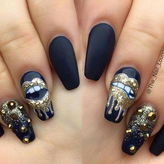 30 Edgy Black Nails With Design