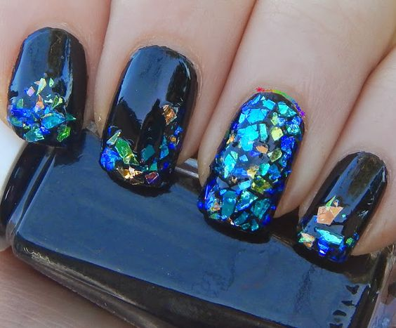 30 Glowing Iridescent Nails