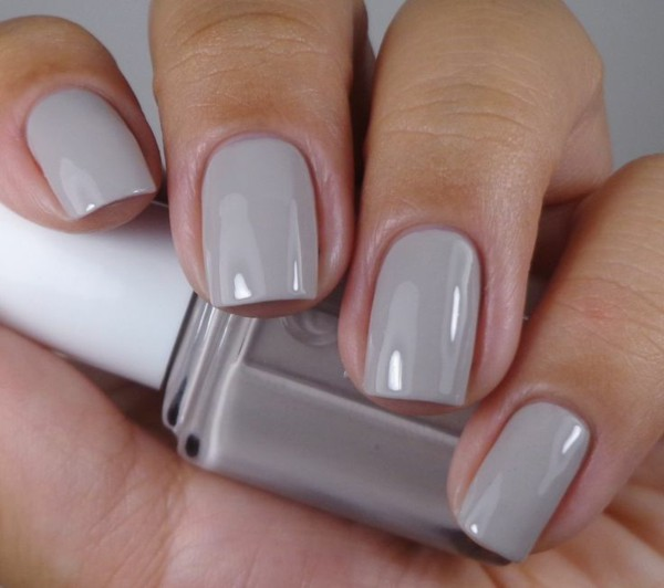 Simple and Short Grey Nail - 30 Gorgeous Grey Nails To Keep You In Style Nail Design Ideaz