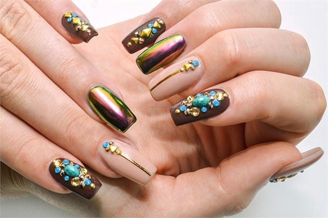 38Embellished Holographic Colored Nails - 38 Striking Modern Nails Nail Design Ideaz