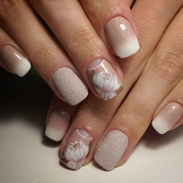 40Elegant Nude Nails With Peony Accent - 40 Timeless Classy Nail Designs Nail Design Ideaz