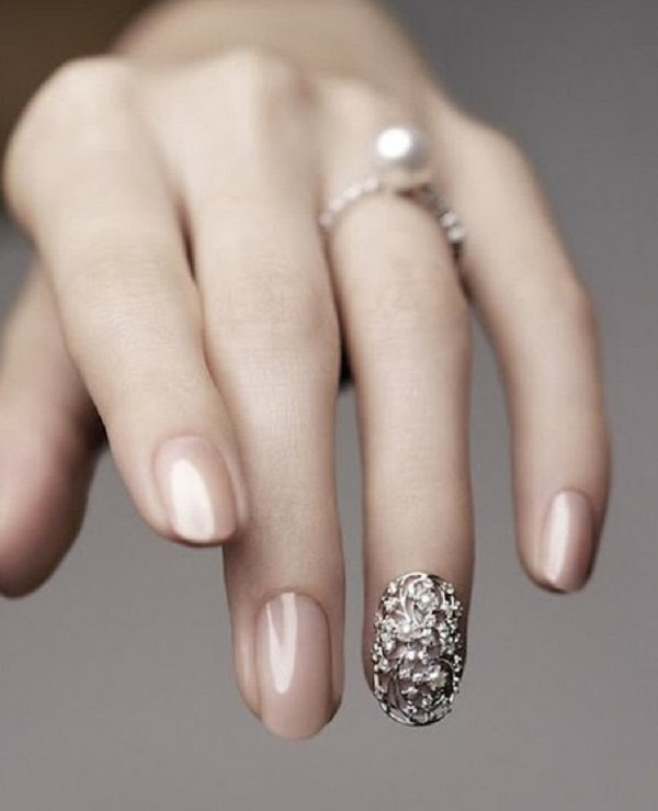 28Full Gem Accent On Nude Oval Nails