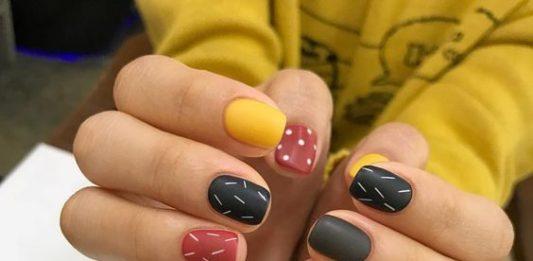 Lines And Dots Nail Art