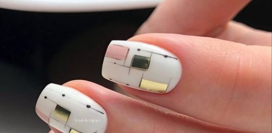 Abstract Geometry Nail Accent